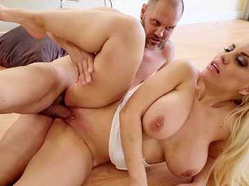 Curvy MILF Blondie Fesser Bounces On Big Cock