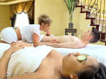 Voluptuous MILF Eva Notty takes one on one massage as a chance for blowjob
